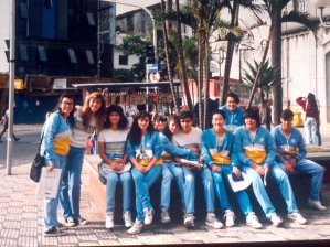 Turma do Colégio Eniac no final da década de 80, localizado ainda na praça Tereza Cristina